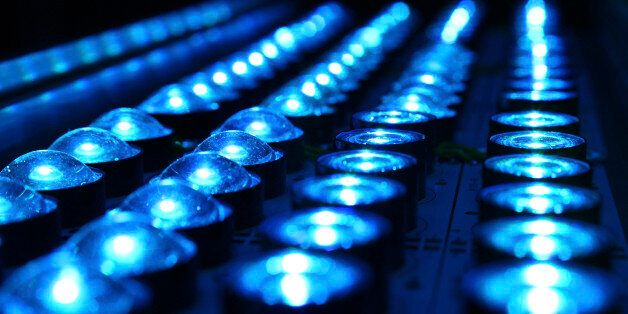 H σύνδεση στο Ίντερνετ που θα τα «σπάσει»: Έρχεται το Li-Fi το οποίο είναι 100 φορές πιο γρήγορο από...