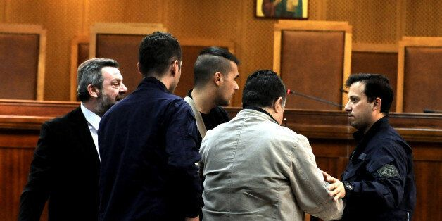 Ένταση στη δίκη της ΧΑ: Κατηγορούμενος απείλησε μάρτυρα μέσα στην