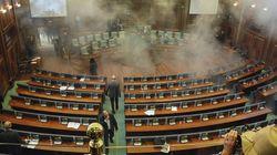 Με δακρυγόνο απέτρεψε η αντιπολίτευση τη συνεδρίαση της Βουλής στο
