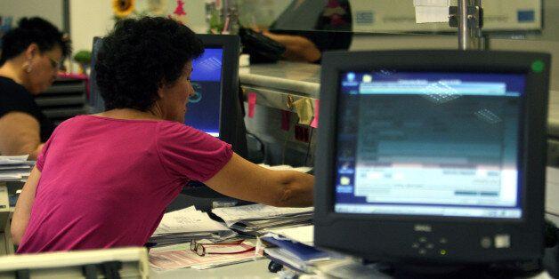 Βερναρδάκης: Αυξήσεις 15-60 ευρώ για το 55% των δημοσίων υπαλλήλων με το νέο
