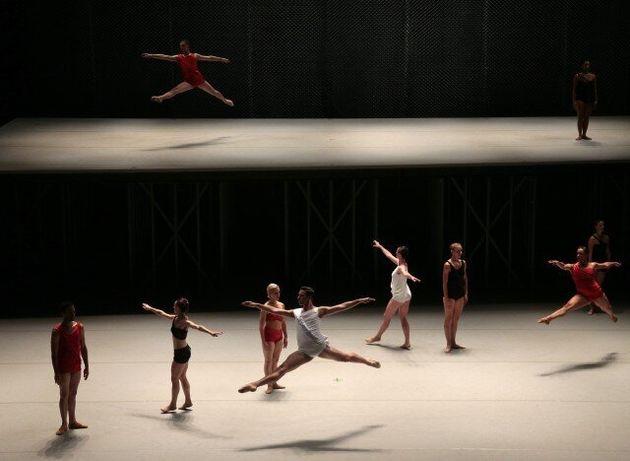 Μία ώρα υπό το εκθαμβωτικό φως της χορογράφου Lucinda