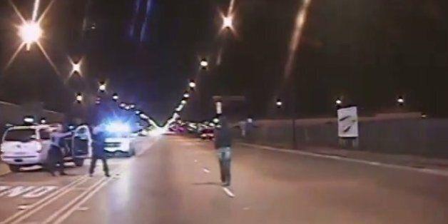 Ωμή δολοφονία στις ΗΠΑ: Αστυνομικός πυροβολεί 16 φορές έναν 17χρονο