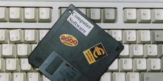 (GERMANY OUT) Eine 3,5 Zoll-Diskette von Imation liegt auf einer Computertastatur. Auf der Diskette steht...
