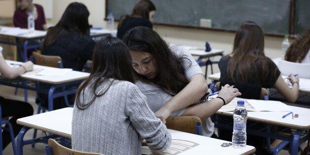 Αλλαγές στις Πανελλήνιες ετοιμάζει το υπουργείο Παιδείας, με δυνατότητα εισαγωγής σε ΑΕΙ και αποφοίτων