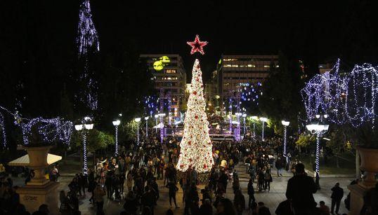 Γιώργος Καμίνης και Σάκης Ρουβάς άναψαν το χριστουγεννιάτικο δέντρο στο