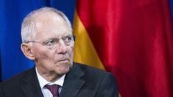 Σόιμπλε προς ΕΚΤ: Η χαλαρή νομισματική πολιτική ενέχει