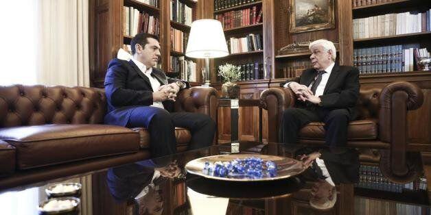 Ολοκληρώθηκε η συνάντηση του Αλέξη Τσίπρα με τον Προκόπη Παυλόπουλο. Πρωθυπουργός: «Να σταθούμε σε αυτούς...
