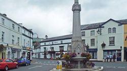 Αυτή η μικρή πόλη της Ουαλίας μετατράπηκε σε «φορολογικό