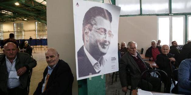 Άρχισαν τα τηλέφωνα: Ο Τζιτζικώστας καλεί τους συνυποψήφιους και ζητά