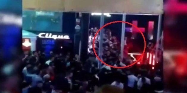 O κακός χαμός σε club: Εκεί που διασκέδαζαν κατέρρευσε το γυάλινο μπαλκόνι πάνω στο οποίο