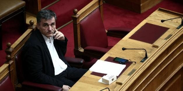 2 δισ. και προσχέδιο του δεύτερου πακέτου προαπαιτούμενων στο Eurogroup. Θέλουν να «σπάσουν» στα δύο...