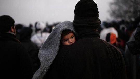 Φωτογραφικά στιγμιότυπα από την παραμονή χιλιάδων προσφύγων στην