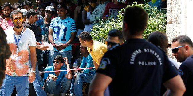 Για τρίτη ημέρα εξετάζονται οι ύποπτοι για τζιχάντ που εντοπίστηκαν στην Κω: Οι υποψίες για την ταυτότητά