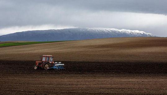 Να είναι κανείς αγρότης σήμερα ή να μην είναι; Νέοι αγρότες μιλούν στην HuffPost Greece για τα νέα μέτρα και τις δυσκολίες πο...