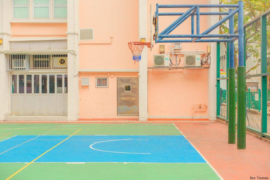 Ο φωτογράφος που αποδομεί τις πόλεις και δημιουργεί υπνωτικές φωτογραφίες γεμάτες χρώμα και