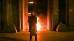 Ρώσος ακτιβιστής έβαλε φωτιά στην κεντρική πόρτα της Υπηρεσίας Ασφαλείας στην