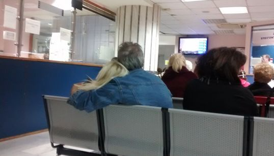 Οδοιπορικό της HuffPost Greece: Μεσάνυχτα εφημερίας. «Το δημόσιο σύστημα υγείας πεθαίνει