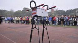 Walker 1: Κινεζικό ρομπότ - μαραθωνοδρόμος μπήκε στο βιβλίο τ Γκίνες, βαδίζοντας 134