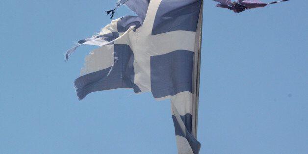 Αλβανία: Άγνωστοι έκαψαν την ελληνική σημαία στα γραφεία της