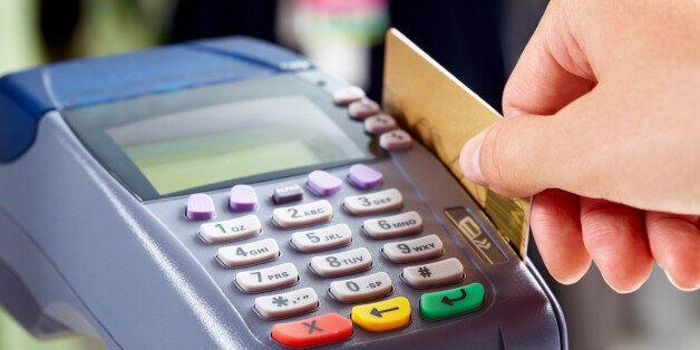Υποχρεωτική χρήση μηχανημάτων για πληρωμή με κάρτα για όλες τις νέες επιχειρήσεις από το