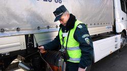 Περισσότεροι από 120 Σύριοι εντοπίστηκαν μέσα σε φορτηγό-ψυγείο στη