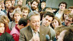 Πέθανε ο Γκίντερ Σαμπόφσκι, ο άνθρωπος που «έριξε» άθελά του το Τείχος του