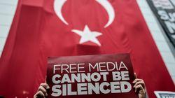 Συγχαρητήρια σε Νταβούτογλου αλλά και επικρίσεις για τις προεκλογικές διώξεις ΜΜΕ στην