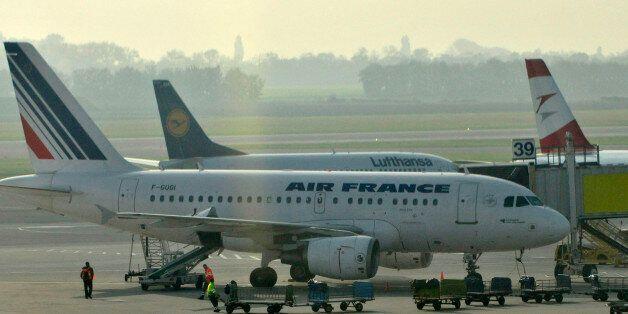 Maschinen der Air France, der deutschen Lufthansa und der Austrian Airlines, von links, stehen am Dienstag,...