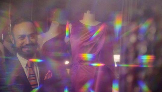 Nick Vereos: O Έλληνας σχεδιαστής μόδας που έχει ντύσει την Beyoncé και την Katy