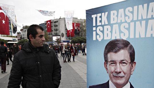 «Βουβός» προεκλογικός πυρετός στην Τουρκία. Δεν βλέπουν αυτοδυναμία οι