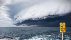 Ένα σύννεφο-τσουνάμι τάραξε τα νερά στο