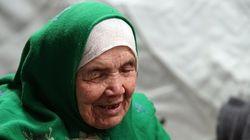 Η ιστορία της 105χρονης Αφγανής πρόσφυγα που περπάτησε επί 20 μέρες για να φθάσει στην