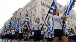 Η μαθητική παρέλαση στη Θεσσαλονίκη και τα σχόλια του Μπουτάρη για τα τακούνια των