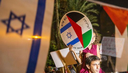 «Ειρήνη Τώρα»: Ισραηλινοί και Παλαιστίνιοι διαδηλώνουν στο Τελ-Αβίβ για την