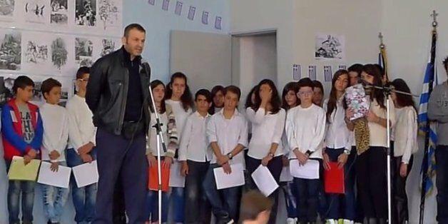 Απίστευτη δήλωση Γκλέτσου σε μικρούς μαθητές: «Οι δανειστές, οι τοκογλύφοι και τα μνημόνια να πάνε να