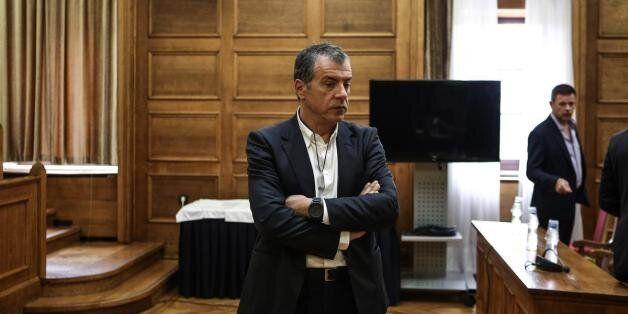 Θεοδωράκης: Ο Παππάς χρίζεται ο ίδιος μέγας