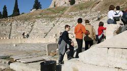 Aκαριαίο θάνατο βρήκε 61χρονος πέφτοντας στο κενό, στο αρχαίο θέατρο του Διονύσου στην