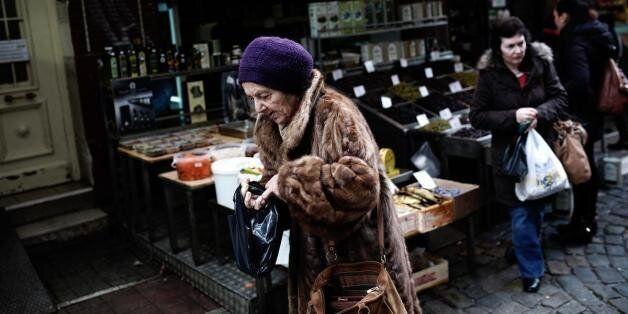 ΕΛΣΤΑΤ: Μείωση 1,6% στο διαθέσιμο εισόδημα των