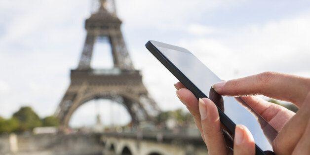 Τέλος οι χρεώσεις roaming εντός της ΕΕ (αλλά από τον Ιούνιο του 2017) - Πλαφόν στις χρεώσεις από Απρίλιο