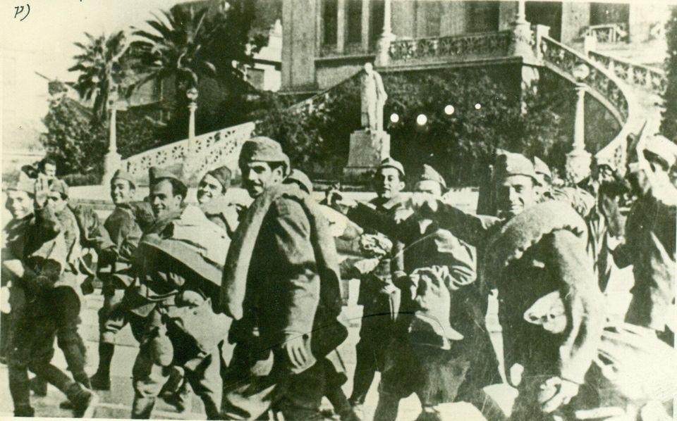 Ο 96χρονος Στέλιος Γιώτας στρατιώτης στο πλευρό του πρώτου Έλληνα πεσόντα Αξιωματικού, Αλέξανδρου Διάκου,...