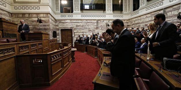 Κεκλεισμένων των θυρών η ΚΟ ΝΔ. Παρεμβαση Καραμανλή ζητούν γαλάζιοι