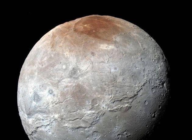 NASA: Ο Πλούτωνας έχει γαλάζιους ουρανούς και κόκκινους
