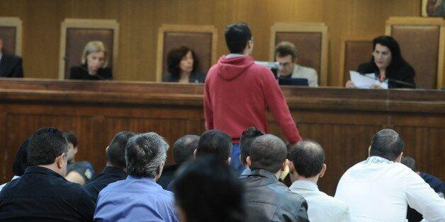 Περιγραφή των γεγονότων πριν τη δολοφονία Φύσσα έκανε στο δικαστήριο ο αστυνομικός Γιώργος
