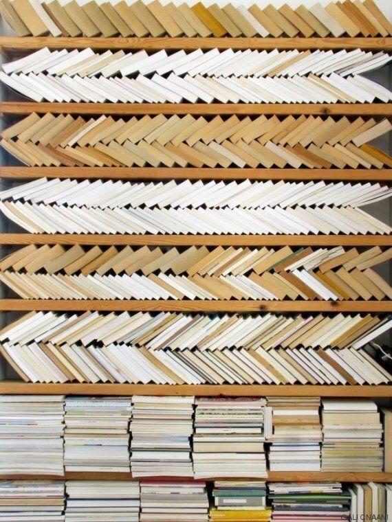 Ένας καθόλου πρακτικός αλλά πανέμορφος τρόπος για να οργανώσετε τη βιβλιοθήκη