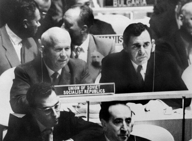 Η ιστορία πίσω από την επίθεση του Νικίτα Χρουστσόφ με το παπούτσι του στο έδρανο των Ηνωμένων