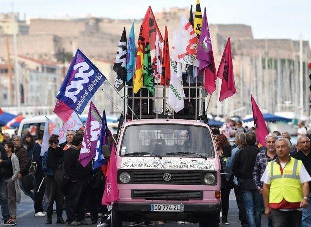 Στους δρόμους οι Γάλλοι για τα αυξημένα ποσοστά ανεργίας και τους χαμηλούς