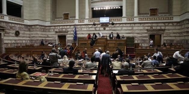 Βουλή: Βολές κατά της κυβέρνησης για το νομοσχέδιο με τα