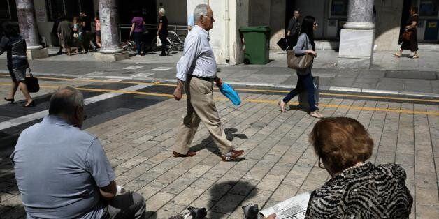 Σχέδιο για υποχρεωτική χρήση πλαστικού χρήματος από συνταξιούχους και δημόσιους