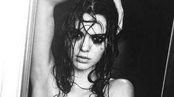 H Kendall Jenner «ξεπλένει τις αμαρτίες της» γυμνή κάτω από το