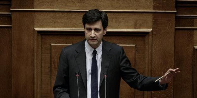 Χουλιαράκης: H ύφεση το 2015 θα είναι ηπιότερη από ότι